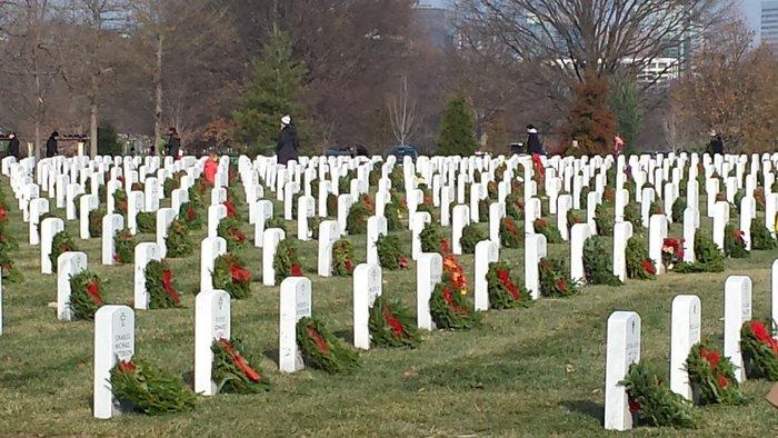 Volunteers place wreaths at Arlington National Cemetery